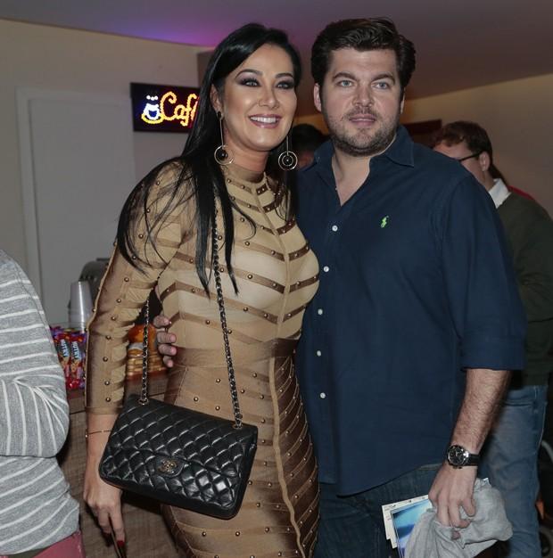 Helen Ganzarolli e o namorado (Foto: Rafael Cusato/Brazil News)