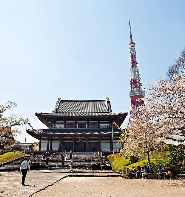 O Templo de Zojoji com a torre de Tóquio ao fundo (Foto: O Templo de Zojoji com a torre de Tóquio ao fundo)
