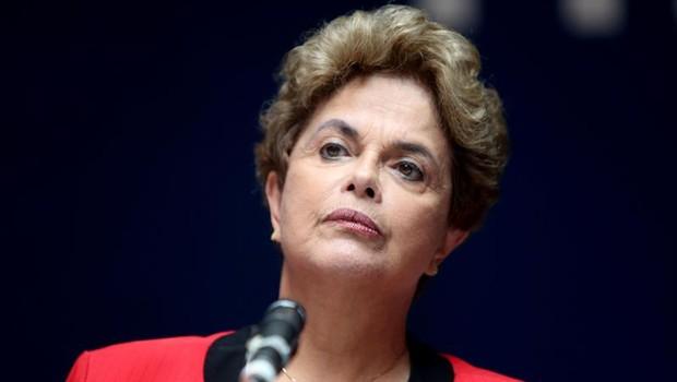 A ex-presidente Dilma Rousseff, na sede do sindicato uruguaio PIT-CNT, em Montevidéu (Foto: Sonsoles Caro/EFE)