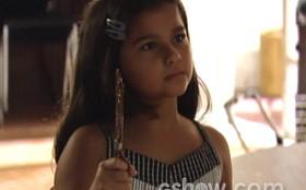 Filme de terror? Tita aparece com visual sombrio e aterroriza a casa de Maura