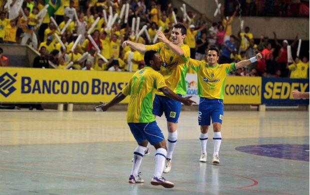 Gadeia, Jé e Falcão, jogadores da seleção brasileira de futsal (Foto: Zerosa Filho-CBFS)