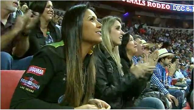 Torcida para os peões brasileiros nas arenas de Las Vegas (Foto: Reprodução EPTV)