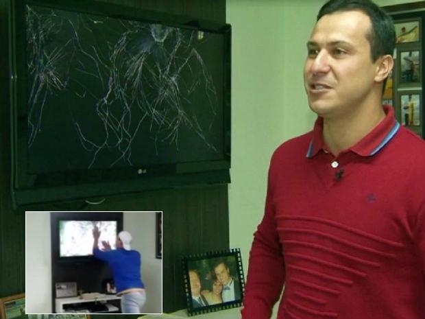 Rafael Gambarim vai acompanhar a partida desta sexta com os familiares. No detalhe, momento do tapa em que estragou a televisão (Foto: Reprodução/RPCTV)