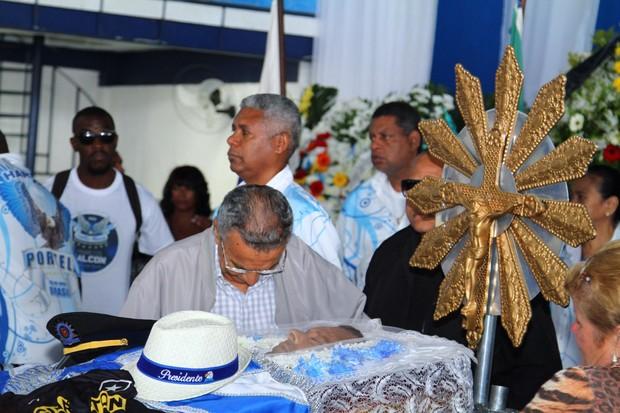 Monarco no velório de Marcos Falcon, presidente da Portela, em Madureira, Zona Norte do Rio (Foto: Anderson Borde / AgNews)