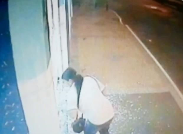 Mulher ainda está sendo procurada (Foto: Reprodução / TV Tem)