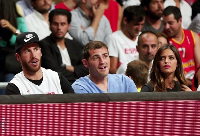 Espanha x França - Sergio Ramos, Casillas e Sara Carbonero no jogo (Foto: Divulgação / FIBA)