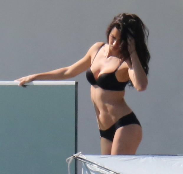 Adriana Lima posa para fotos em Miami, nos Estados Unidos (Foto: Grosby Group/ Agência)