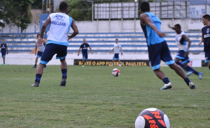 Treino Taubaté (Foto: Filipe Rodrigues/GloboEsporte.com)