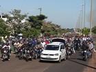 Trabalhadores do JBS realizam passeata pelas ruas de Pres. Epitácio
