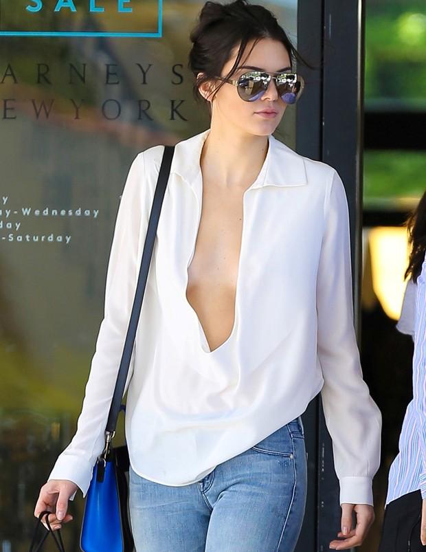 Kendall Jenner é fã de deixar os mamilos livres (Foto: AKM Images)