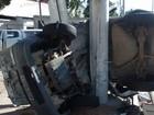 Motorista bate em poste e fica ferido na Curva do Saldanha em Vitória