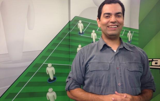 Daniel Cardoso, apresentador do Programa do Cartola FC (Foto: Divulgação SporTV)