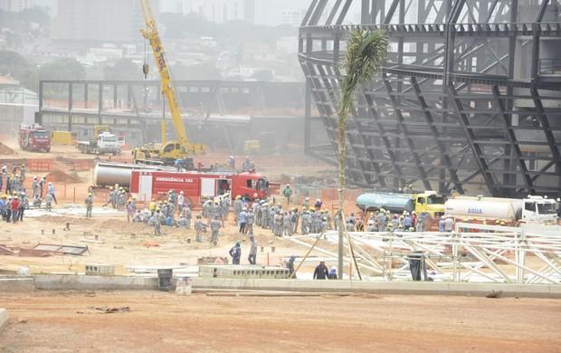 Incêndio na Arena Pantanal (Foto: Carolina Holland/G1)