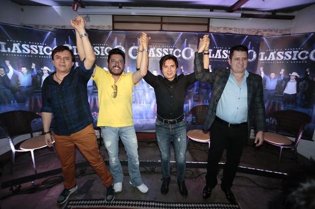 """Chitãozinho & Xororó e Bruno & Marrone, coletiva de imprensa do novo CD e DVD """"Clássico"""", das duplas sertanejas. (Foto: Rafael Cusato/Brazil News)"""