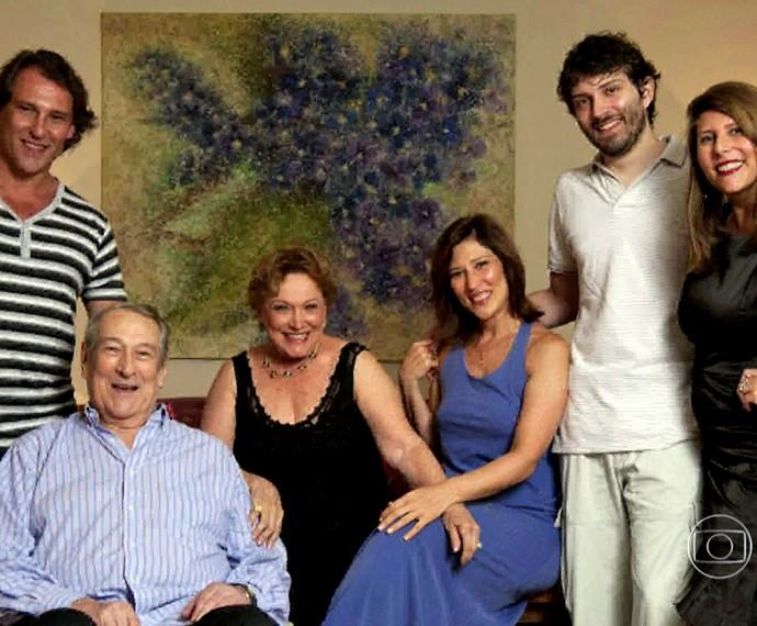 Nicette Bruno ao lado de Paulo Goulart e dos filhos (Foto: TV Globo)