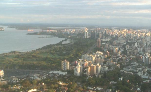 Porto Alegre amanhece ensolarada nesta sexta-feira (16) (Foto: Reprodução/RBS TV)