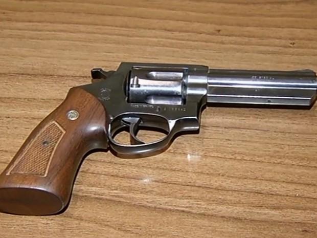 Filho é suspeito de atirar na cabeça do pai com arma da vítima em Jataí Goiás (Foto: Reprodução/TV Anhanguera)