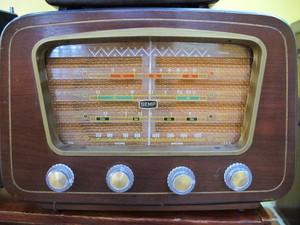 Rádio de João, da década de 60. (Foto: Mariane Rossi/G1)