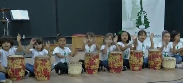 Beneficio de musicalização para crianças (Foto: reprodução TV Tapajós)