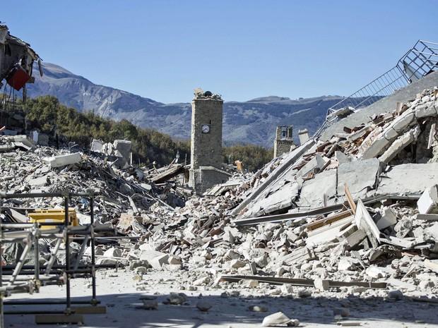Resultado de imagem para Castigo? Padre culpa 'gays' por terremoto na Itália