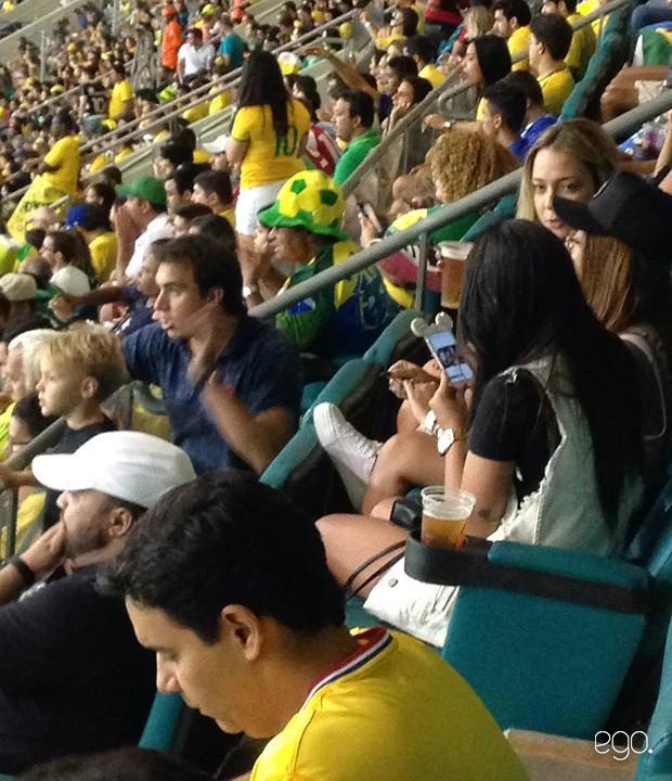 Família de Neymar assistindo ao jogo (Foto: Ailton Ribeiro de Assis / EGO)