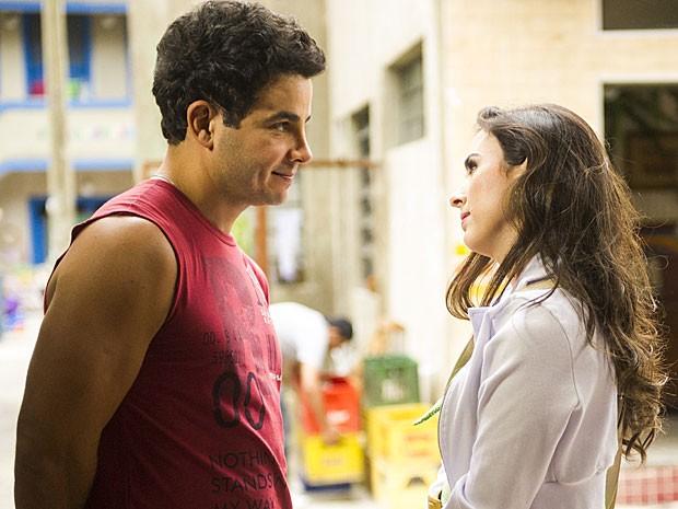 Carlito se declara para Valdirene e a pede em casamento (Foto: Amor à Vida/TV Globo)