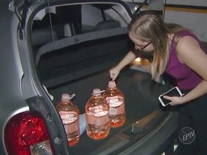 Empresa ajuda com arrecadação de água em Campinas (Foto: Reprodução/EPTV)