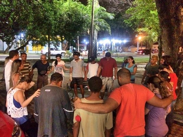 Voluntários buscar ajudar namoradores de rua em João Pessoa (Foto: Andersson Felipe/Arquivo pessoal)