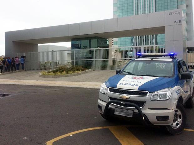 Crime ocorreu no prédio da Caixa Econômica Federal, em Salvador (Foto: Henrique Mendes/G1)