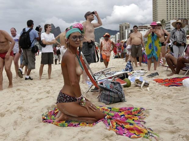 Toplessaço (Foto: Ricardo Moraes/Reuters)