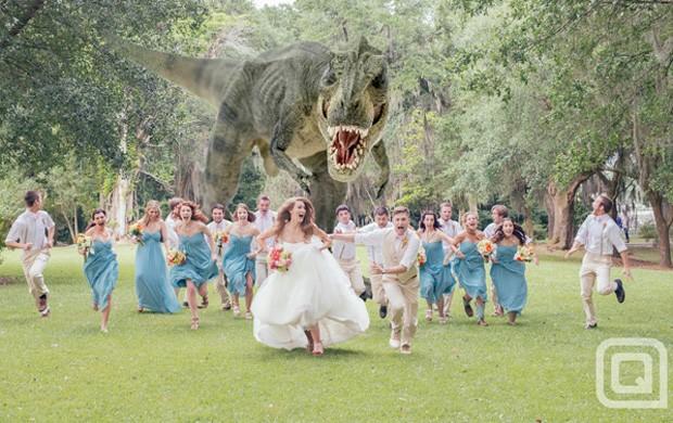 Fotógrafo Quinn Miller criou montagem que mostra noivos e convidados fugindo de dinossauro e imagem fez sucesso na web (Foto: Reprodução/Facebook/Quinn Miller)
