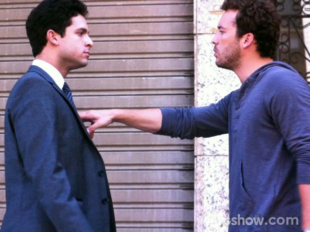 Daniel é agressivo com Rafael (Foto: Amor à Vida/TV Globo)