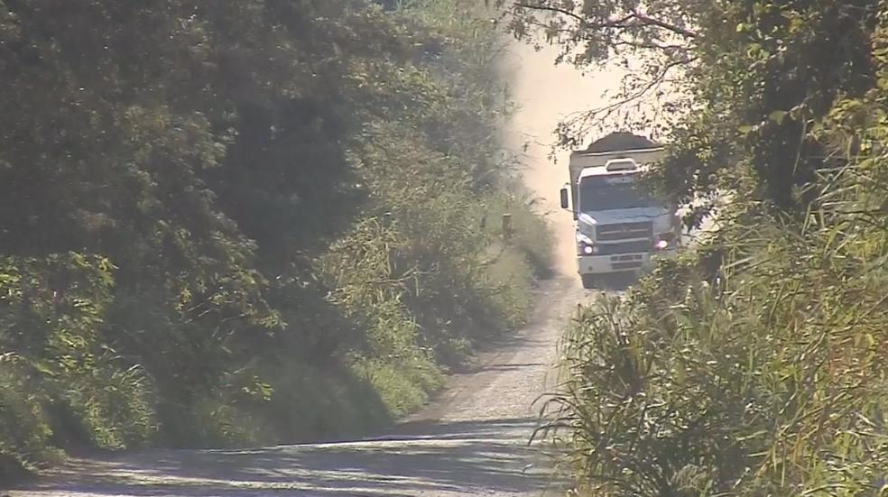 Vicinal que liga Barra Bonita a Santa Maria da Serra está sem asfalto (Foto: Reprodução/TV TEM)