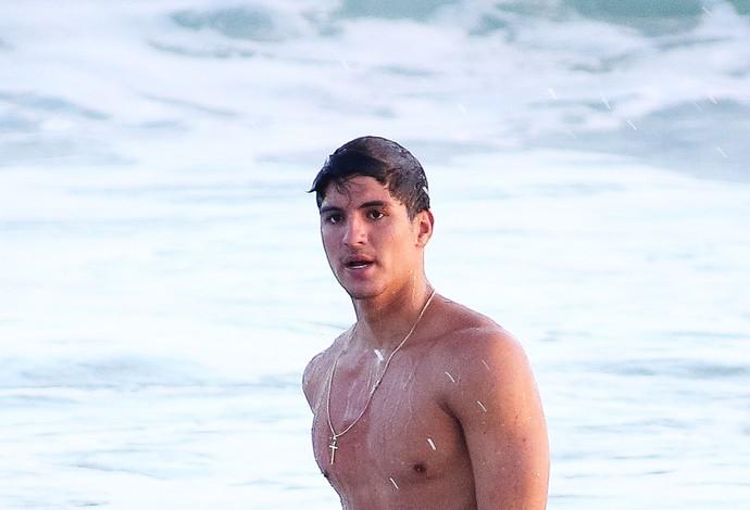 Gabriel Medina surfe maresias (Foto: Splash News / AKM-GSI)