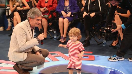 Serginho Groisman mostra filho pela primeira vez na televisão: 'Inesperado esse final'