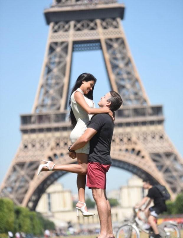 Munik Numes e Anderson Felício em Paris (Foto: Reprodução)