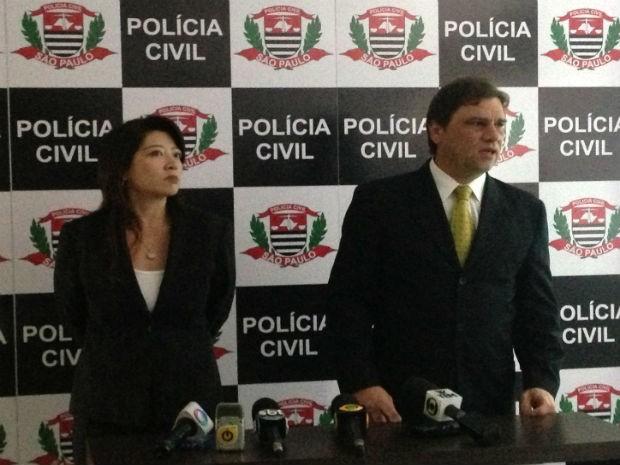 Os delegados Fernanda Ueda e Marcelo Carriel esclareceram detalhes sobre o crime nesta sexta-feira  (Foto: Natália de Oliveira/G1)