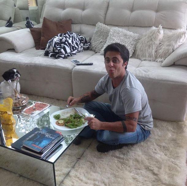Thammy Miranda durante almoço de família (Foto: Reprodução_Instagram)