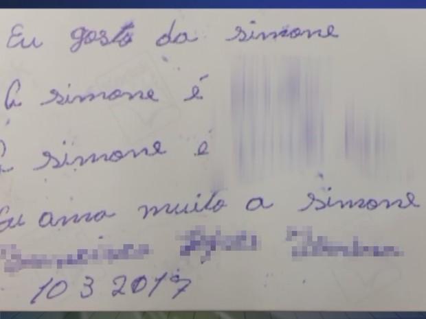 Suspeito escreveu em verso de foto da vítima (Foto: Reprodução/TV TEM)
