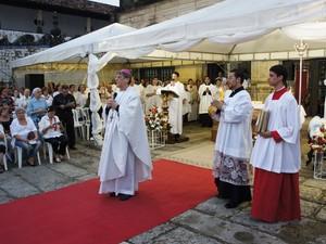 Arcebispo da Paraíba, Dom Aldo Pagotto, celebrou a missa na Igreja São Francisco (Foto: Daniel Peixoto/G1)