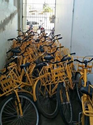 Bicicletas, carros e motos estão sem manutenção desde o ano passado, diz sindicato (Foto: Divulgação/Sintect-AC)