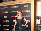 Christina Hendricks tira parte do vestido em première de 'Mad Men'