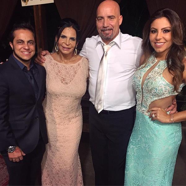 Gretchen e Carlos Marques se casam em cerimônia religiosa em São Paulo