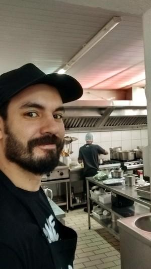 Talley trabalhou como ajudante de cozinha e outras funções que nunca havia exercido antes (Foto: Eduardo Talley)