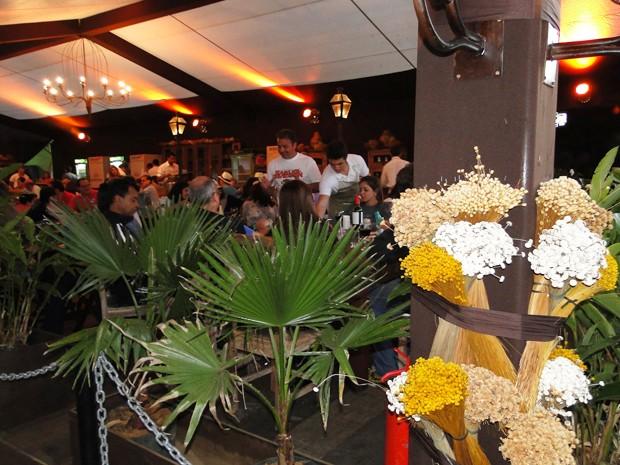 'Butiquim' oficial do festival recebe turistas (Foto: Alex Araújo/G1)