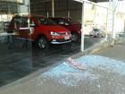 Homens fogem com carro roubado de revendedora de veículos em MG