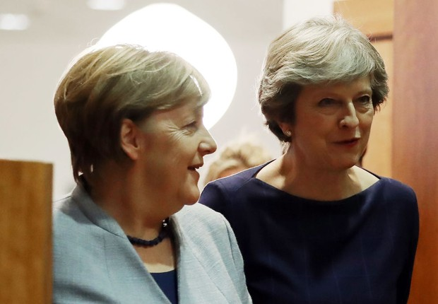 Angela Merkel ao lado de Theresa May: as duas mulheres mais poderosas do mundo, segundo a Forbes (Foto:  Dan Kitwood/Getty Images)