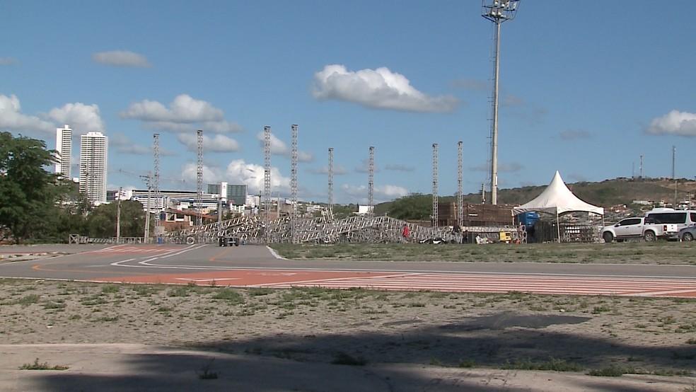 Montagem da estrurura do São João de Caruaru começou a ser montada (Foto: Reprodução/Tv Asa Branca )