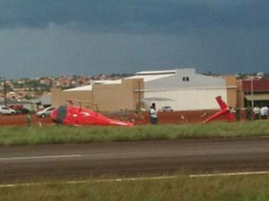 Helicóptero de empresa do senador Wilder Morais cai em Goiânia (Foto: Humberta Carvalho/G1)