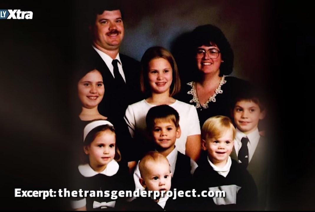 Stefonknee  com sua ex-mulher e seus filhos antes da transformação